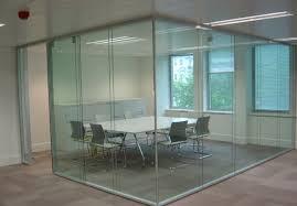 peregorodka iz zakalennogo stekla